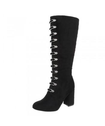 Škornji z elegantnimi dodatki