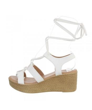 Sandali beli v stilu gladiatork iz nove kolekcije