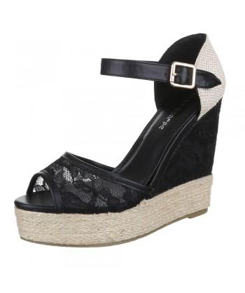 Sandali modni s platformo in paskom